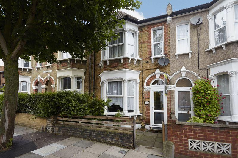 3 Bedrooms Terraced House for sale in Delafield Road, Charlton