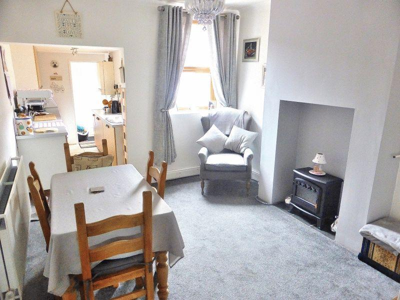 4 Bedrooms Terraced House for sale in Barngate Street, Leek