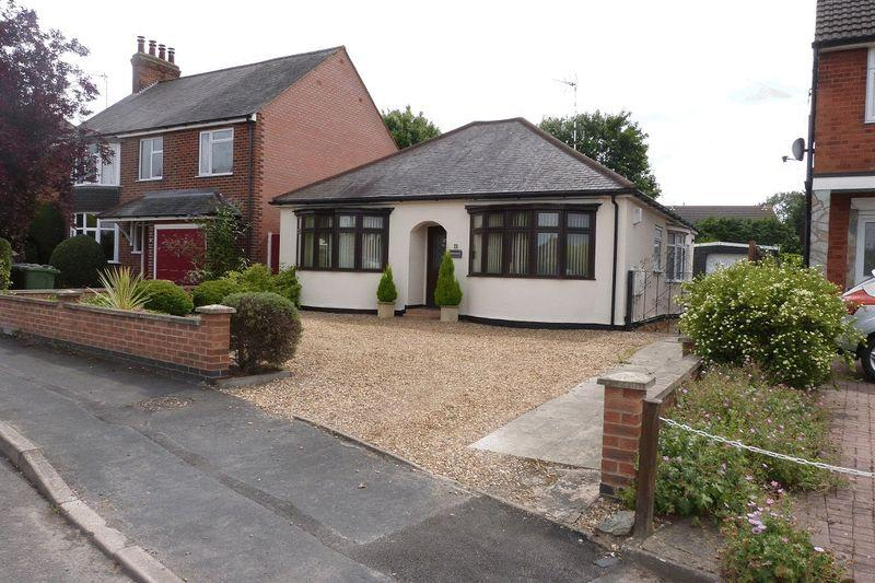 3 Bedrooms Detached Bungalow for sale in Holmdale Road, Leicester