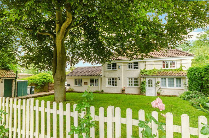 4 Bedrooms Cottage House for sale in Main Road, Skendleby