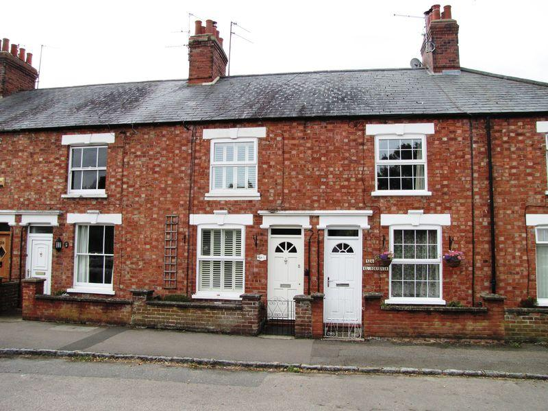 3 Bedrooms Terraced House for sale in South Street, Castlethorpe, Milton Keynes