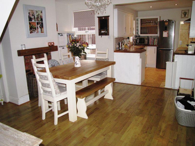 3 Bedrooms Terraced House for sale in South Street, Castlethorpe, Milton Keynes