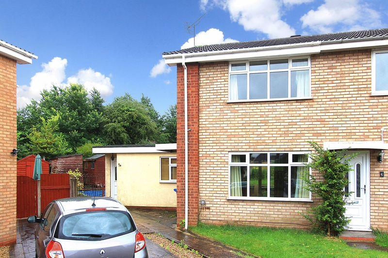 2 Bedrooms Semi Detached House for sale in WOMBOURNE, Cranwell Green