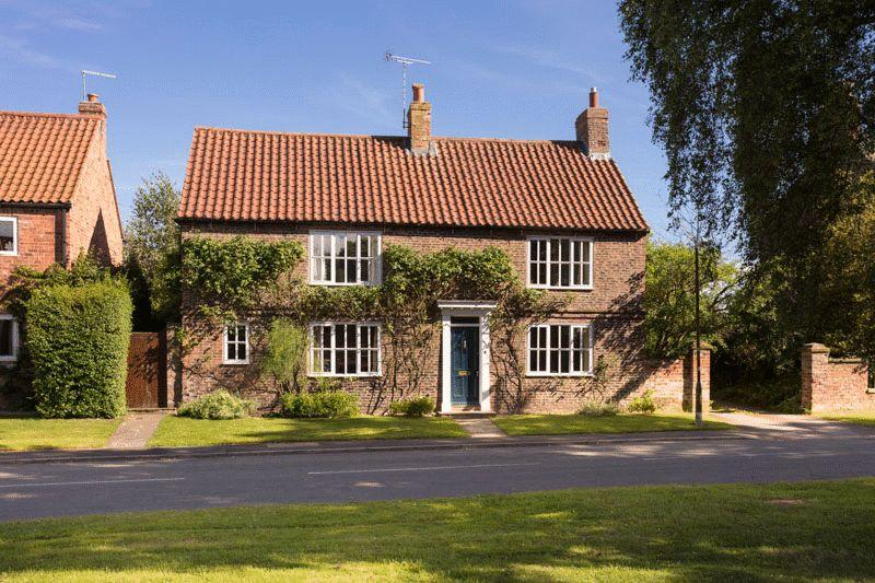 4 Bedrooms Detached House for sale in The Green, York