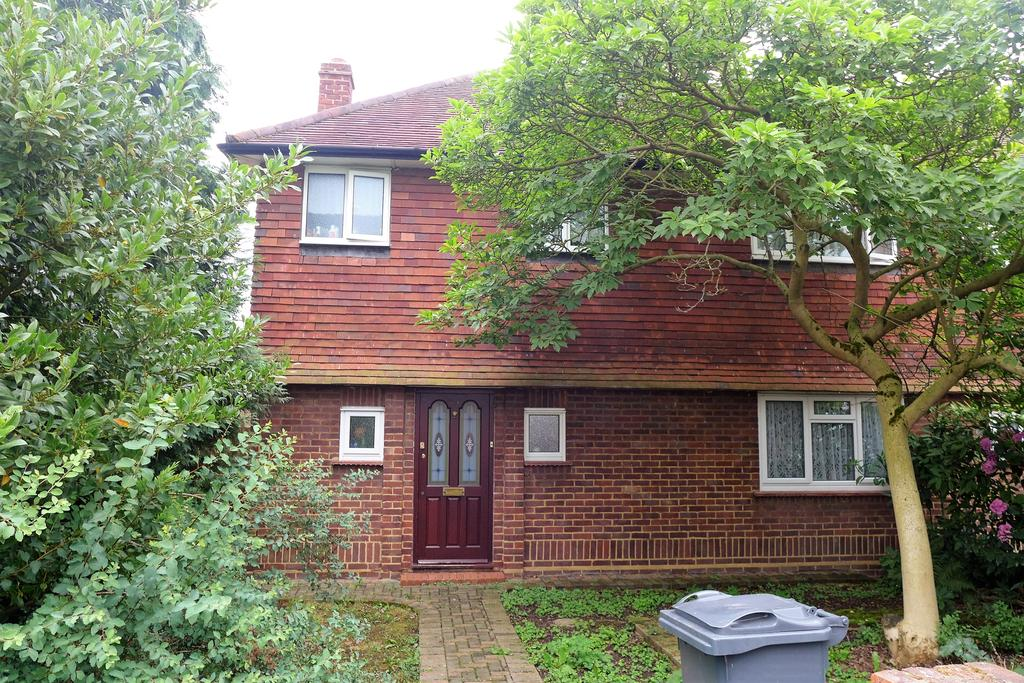3 Bedrooms Semi Detached House for sale in Beech Road, Feltham