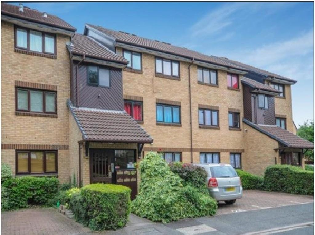 2 Bedrooms Flat for sale in Redgrave Close