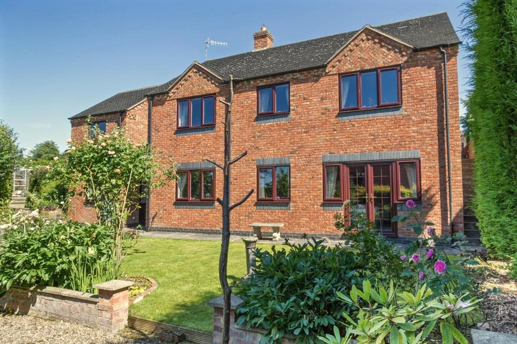 4 Bedrooms Detached House for sale in High Street, Newchapel
