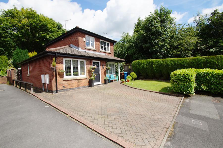 4 Bedrooms Detached House for sale in Hillspring Road, Springhead OL4