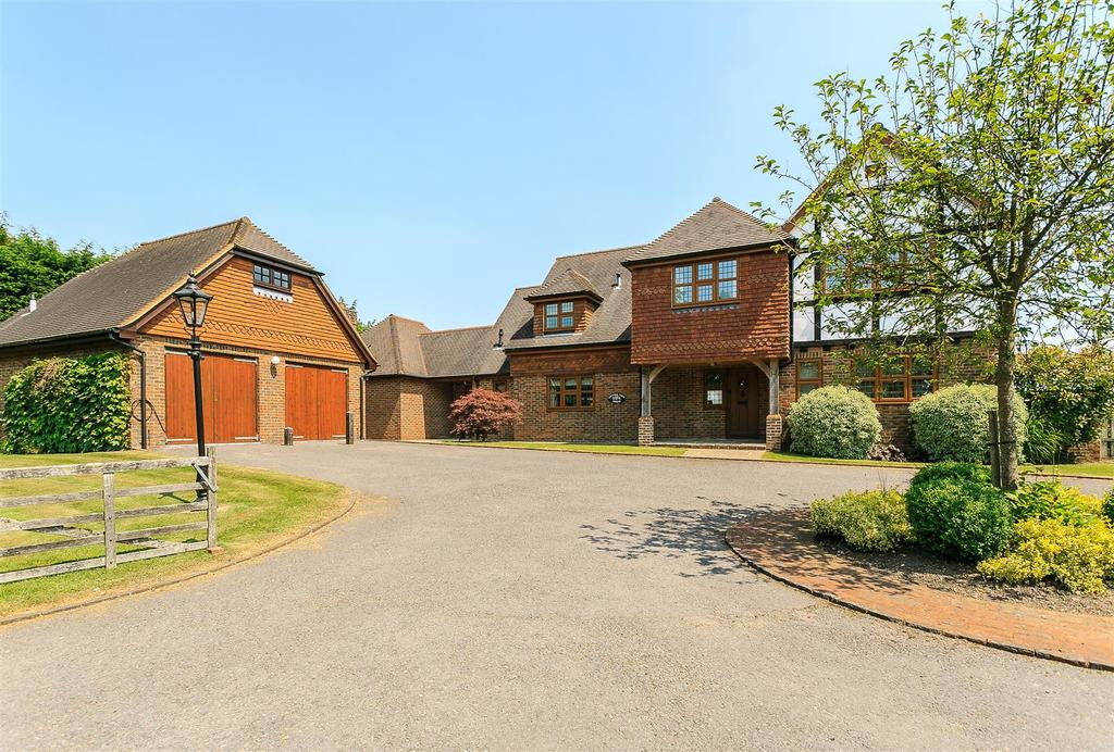 5 Bedrooms Detached House for sale in London Road, Albourne,