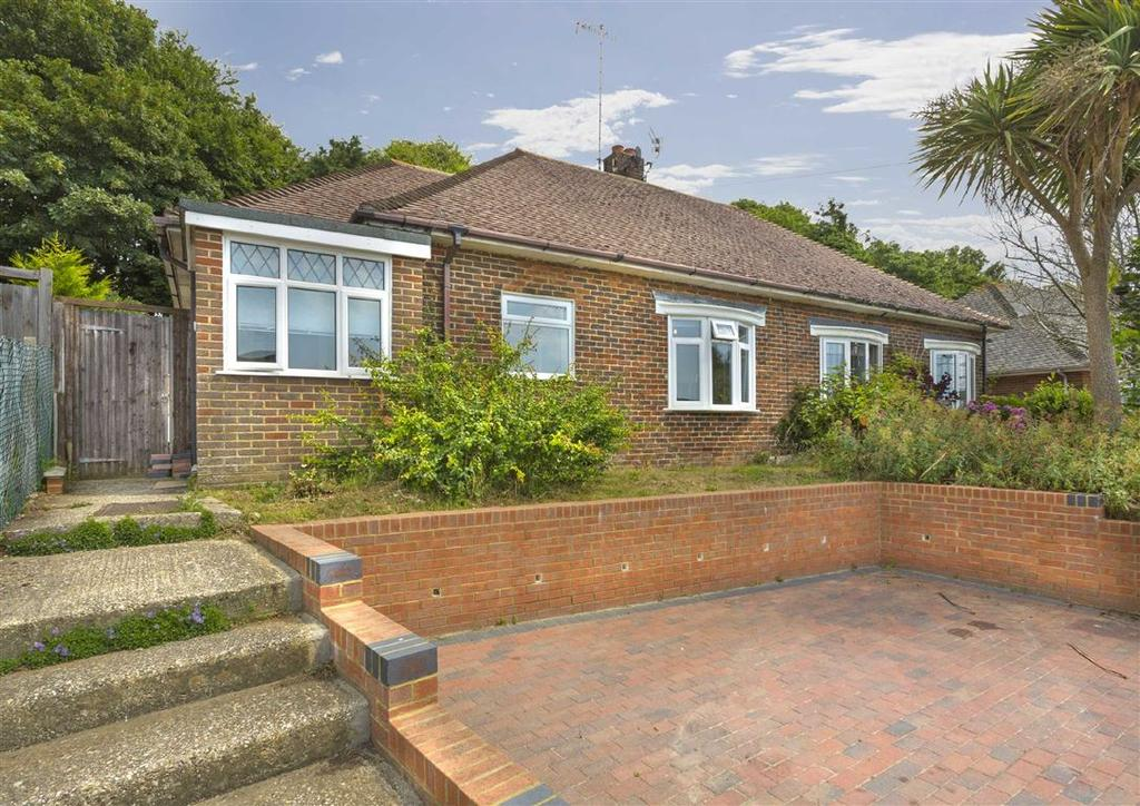3 Bedrooms Semi Detached Bungalow for sale in Downsway, Southwick
