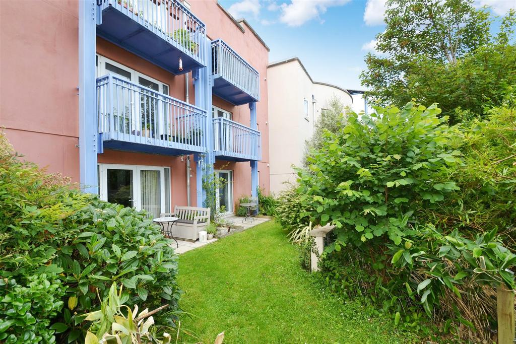 2 Bedrooms Apartment Flat for sale in Millennium Apartments, Browns Hill, Penryn