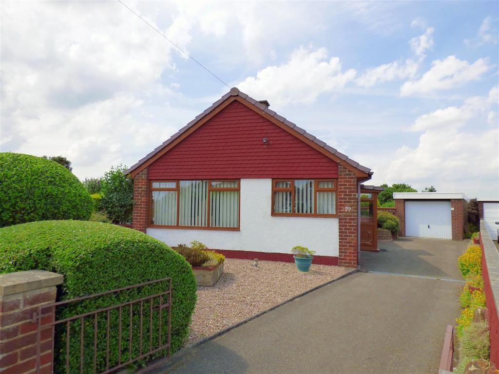 2 Bedrooms Detached Bungalow for sale in Manor Farm Drive, Batley
