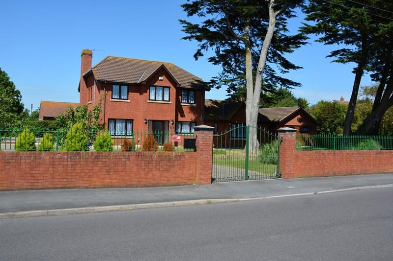 4 Bedrooms Detached House for sale in Brent Road, Burnham-On-Sea