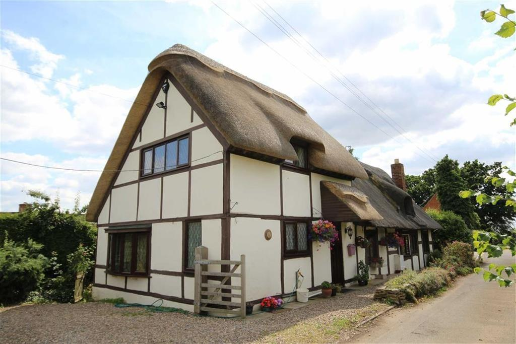 3 Bedrooms Detached House for sale in Hillend, Twyning, Tewkesbury, Gloucestershire