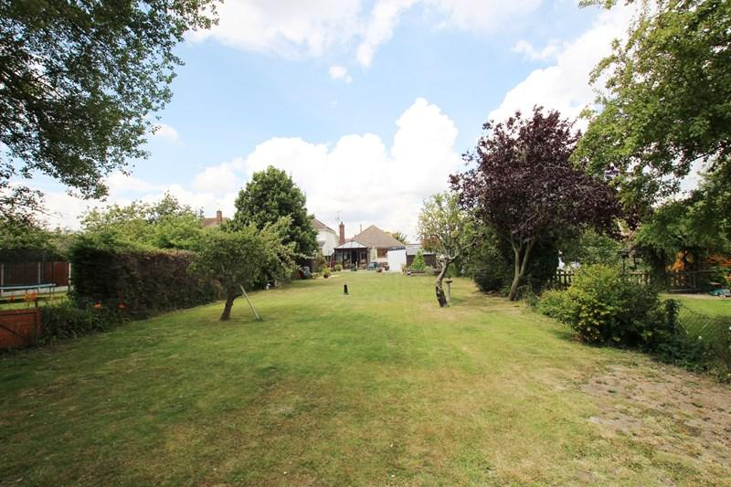 2 Bedrooms Detached Bungalow for sale in Walton Road, Frinton-On-Sea