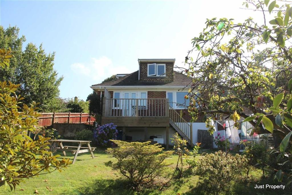 4 Bedrooms Detached Bungalow for sale in Woodland Way, Fairlight