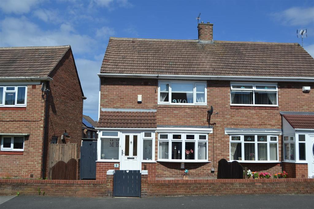 2 Bedrooms Semi Detached House for sale in Castleford Road, Hylton Castle, Sunderland