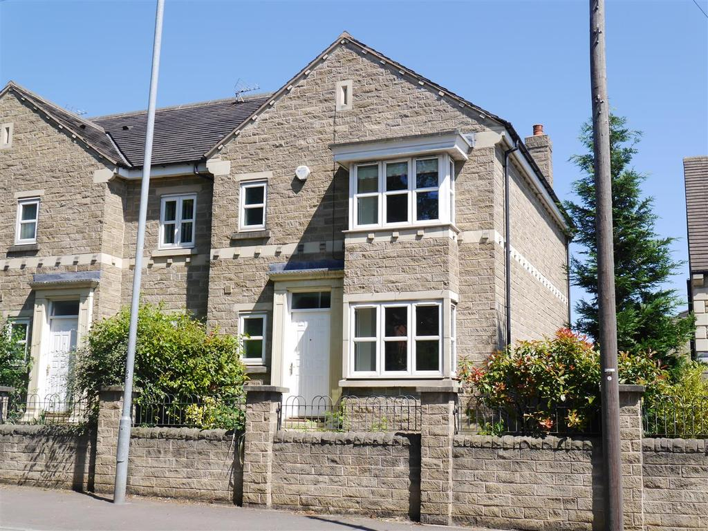 4 Bedrooms Town House for sale in Turnpike Close, Birkenshaw, BD11 2LW