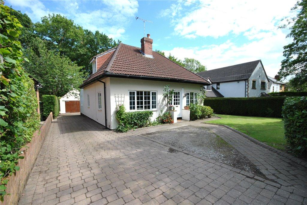 4 Bedrooms Detached Bungalow for sale in The Drive, Adel, Leeds, West Yorkshire
