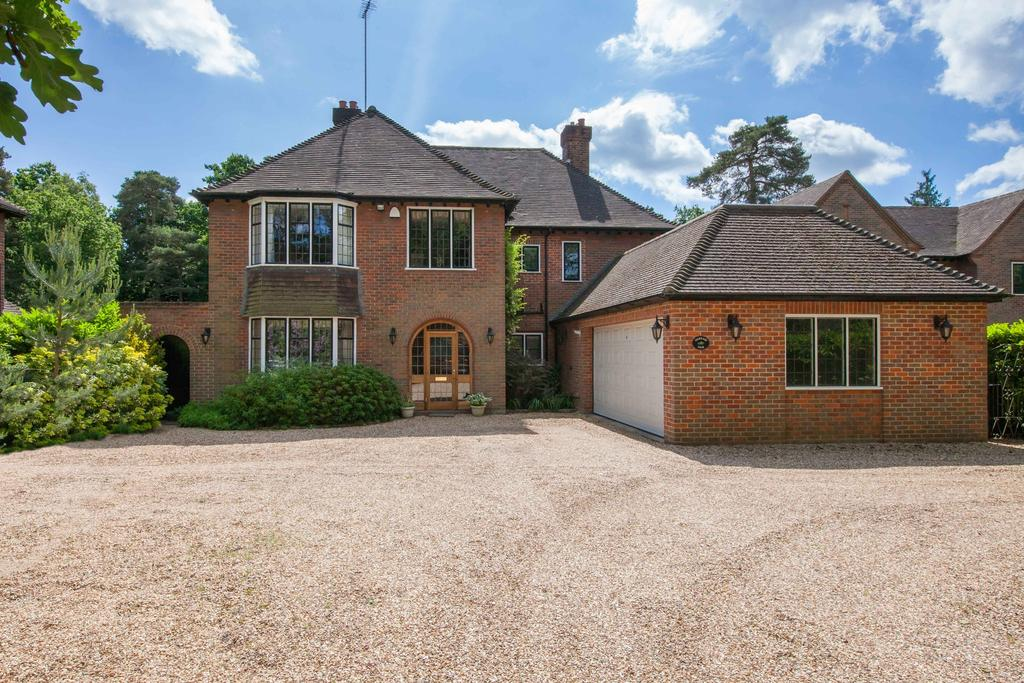 5 Bedrooms Detached House for sale in Gerrards Cross