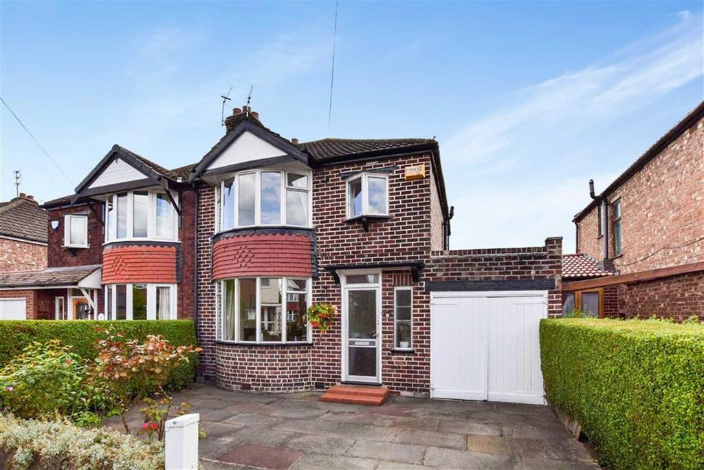3 Bedrooms Semi Detached House for sale in Alexander Drive, Timperley, Altrincham, WA15