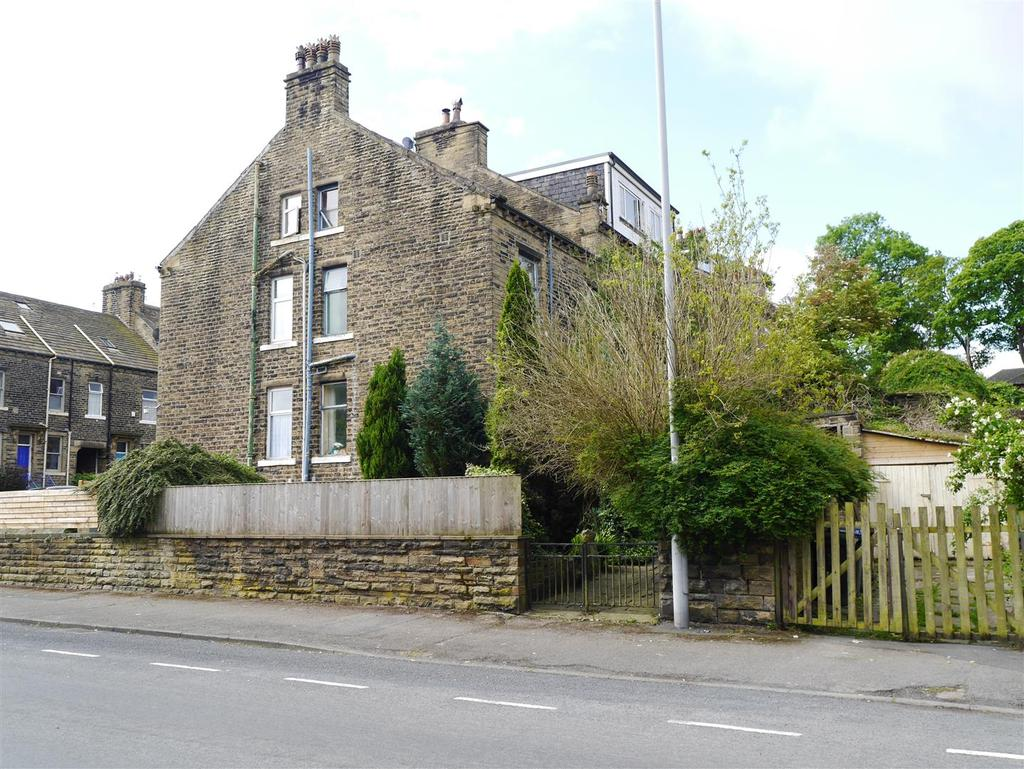 3 Bedrooms End Of Terrace House for sale in Milford Place, Heaton, Bradford, BD9 4RU