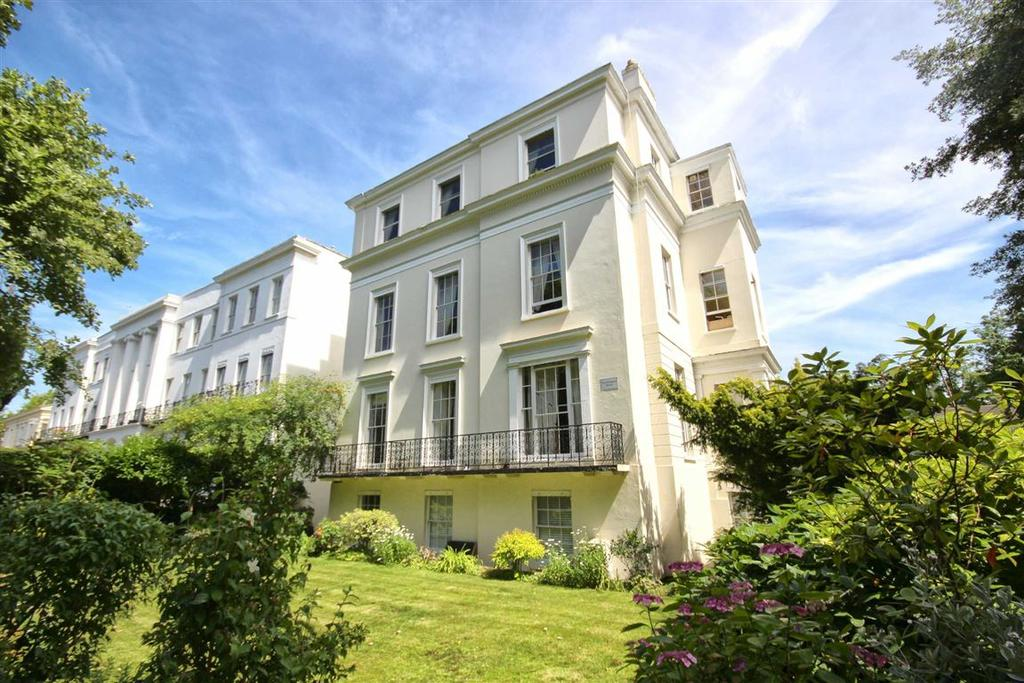 2 Bedrooms Flat for sale in Pittville Lawn, Cheltenham, GL52