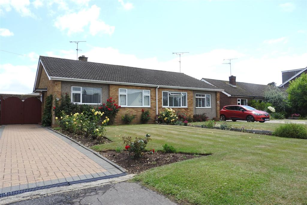 2 Bedrooms Semi Detached Bungalow for sale in Plantation Road, Boreham, Chelmsford