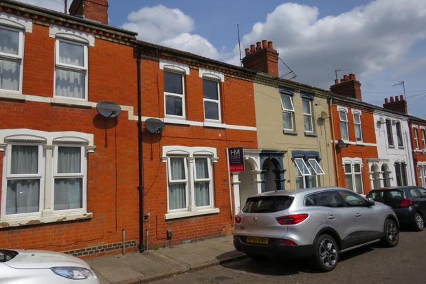 3 Bedrooms Terraced House for sale in Sunderland Street, St James, Northampton, NN5