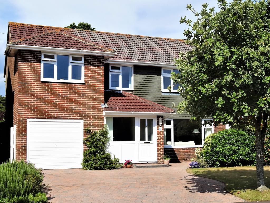 4 Bedrooms Detached House for sale in Worcester Road, Chichester PO19