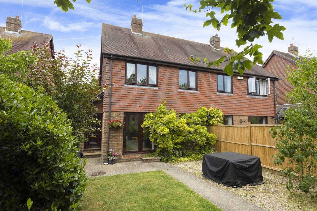 3 Bedrooms Semi Detached House for sale in Ivy Close, Etchinghill, CT18