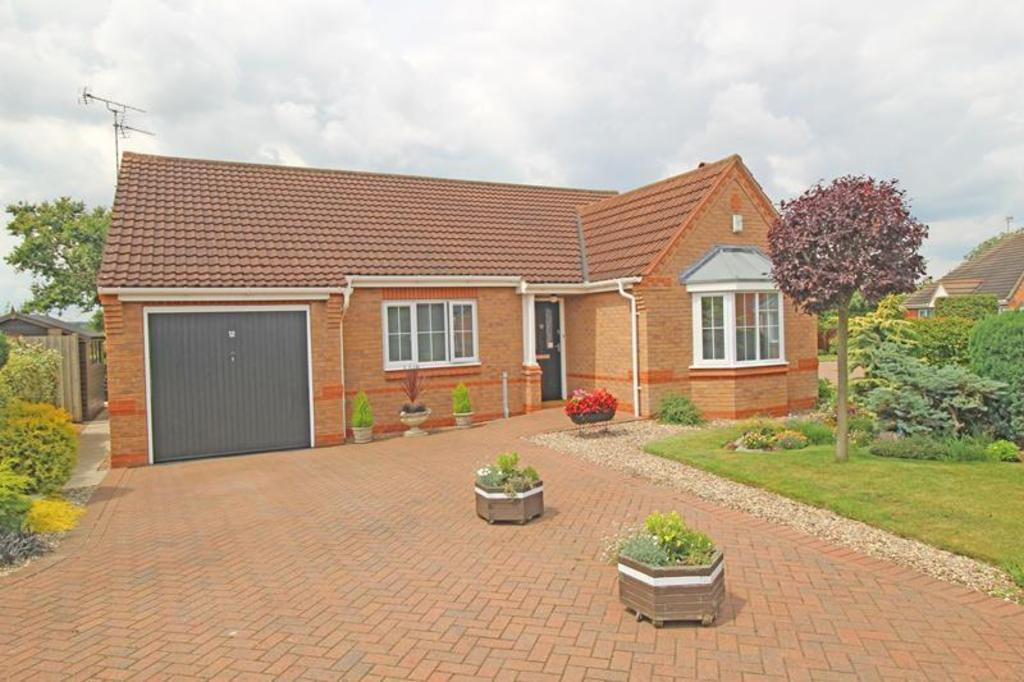 3 Bedrooms Detached Bungalow for sale in 12 Hazelwood Grove, Worksop