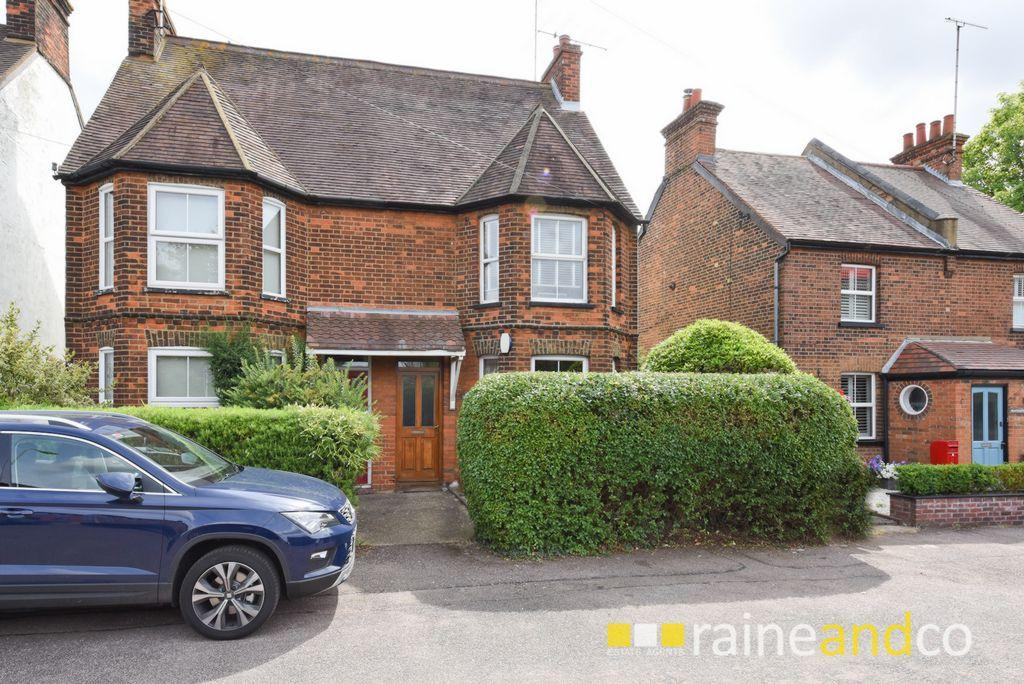4 Bedrooms House for sale in London Road, Stevenage, SG1