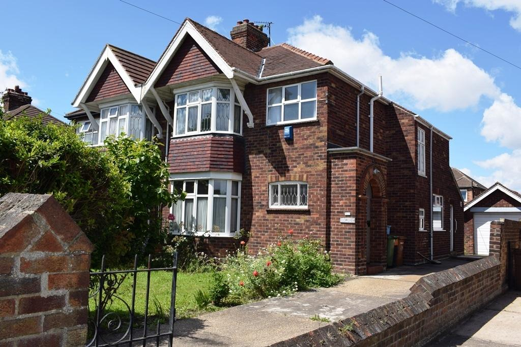 3 Bedrooms Semi Detached House for sale in Clee Road, Grimsby