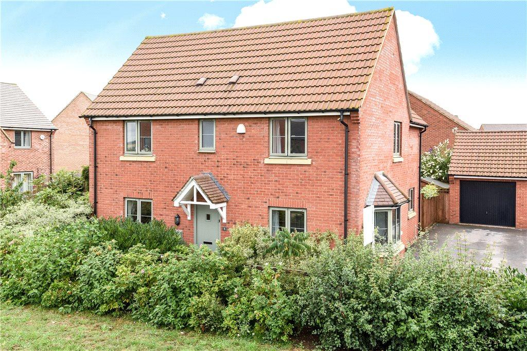 4 Bedrooms Detached House for sale in Penning Close, Oakridge Park, Milton Keynes, Buckinghamshire