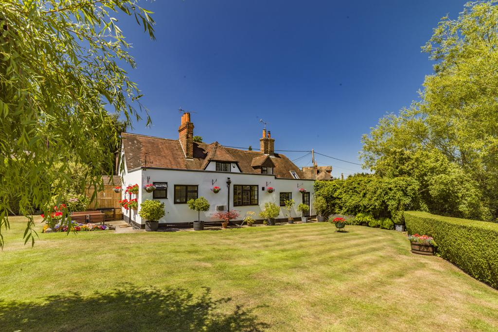 4 Bedrooms Unique Property for sale in The Old Tavern, Lower Basildon, RG8