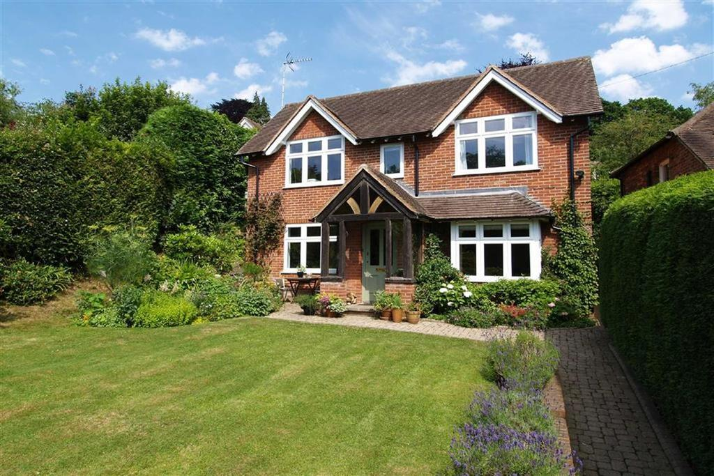 3 Bedrooms Detached House for sale in Hindhead Road, Haslemere, Surrey, GU27