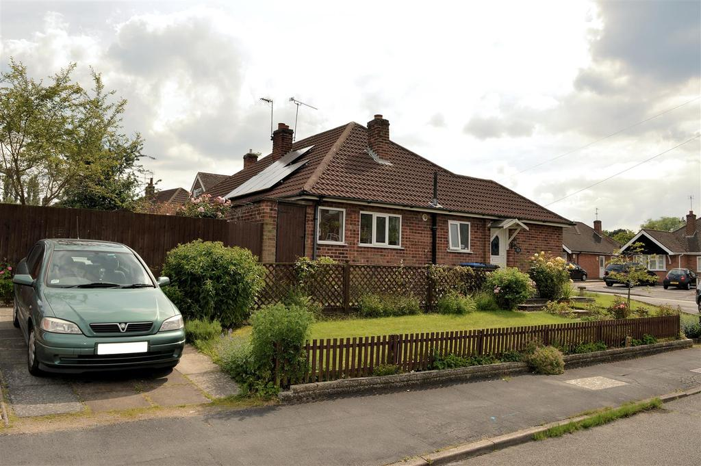 2 Bedrooms Semi Detached Bungalow for sale in Hall Road, Scraptoft, Leicester