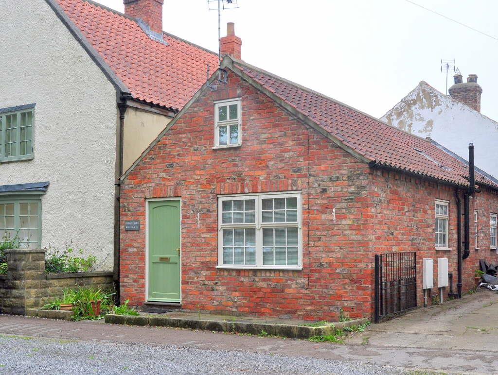 2 Bedrooms Semi Detached Bungalow for sale in Sowerby
