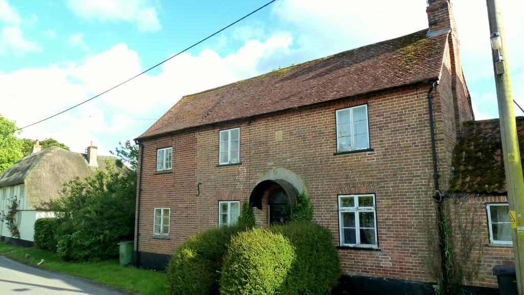 3 Bedrooms Detached House for sale in Wilsford, Pewsey, Wiltshire
