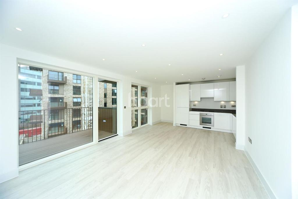 3 Bedrooms Flat for sale in Lakeside Drive, Park Royal