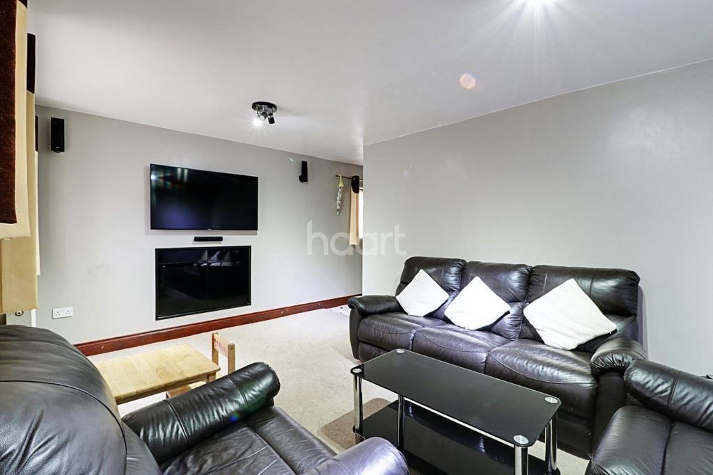 6 Bedrooms Semi Detached House for sale in North Hayes