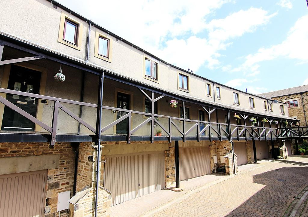 2 Bedrooms Town House for sale in 2 Counting House Mews, Skipton,