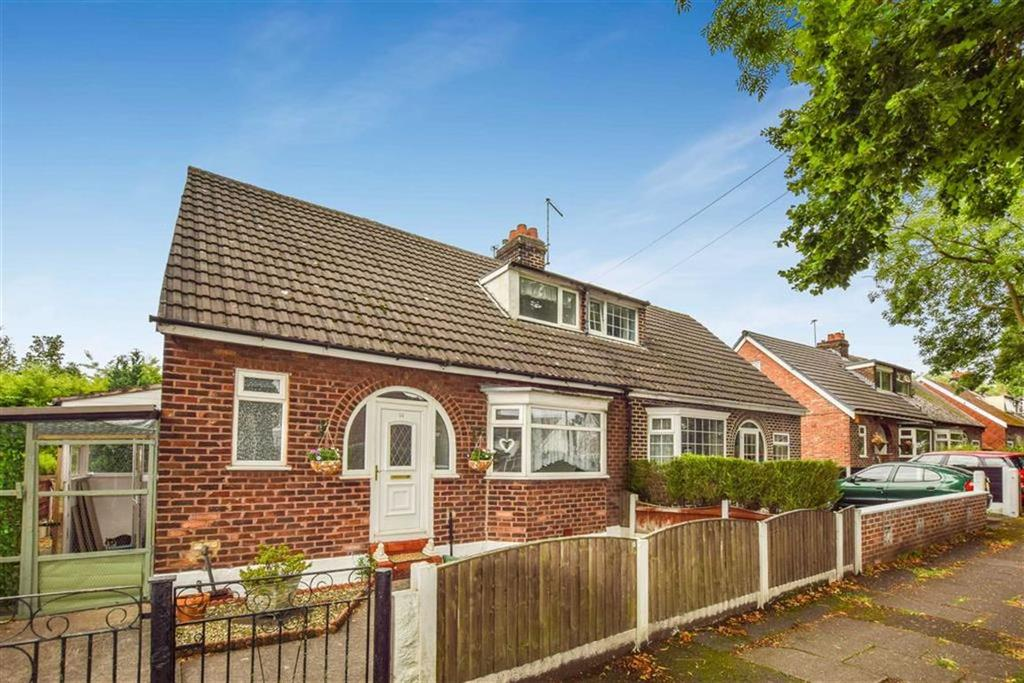 2 Bedrooms Semi Detached Bungalow for sale in Kenilworth Road, Urmston