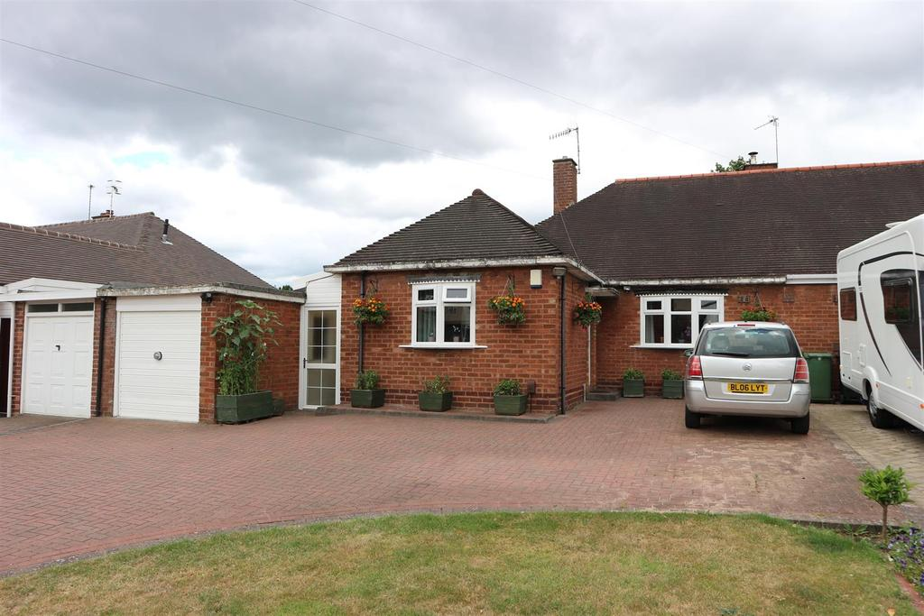 3 Bedrooms Semi Detached Bungalow for sale in The Broadway, Stourbridge