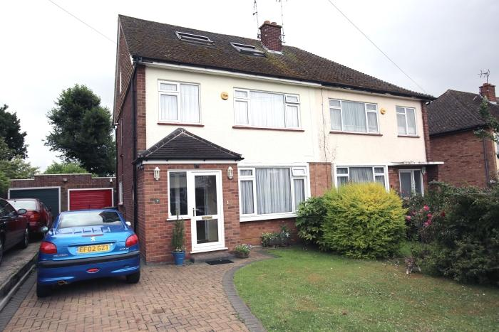 5 Bedrooms Semi Detached House for sale in BOWES DRIVE, ONGAR CM5