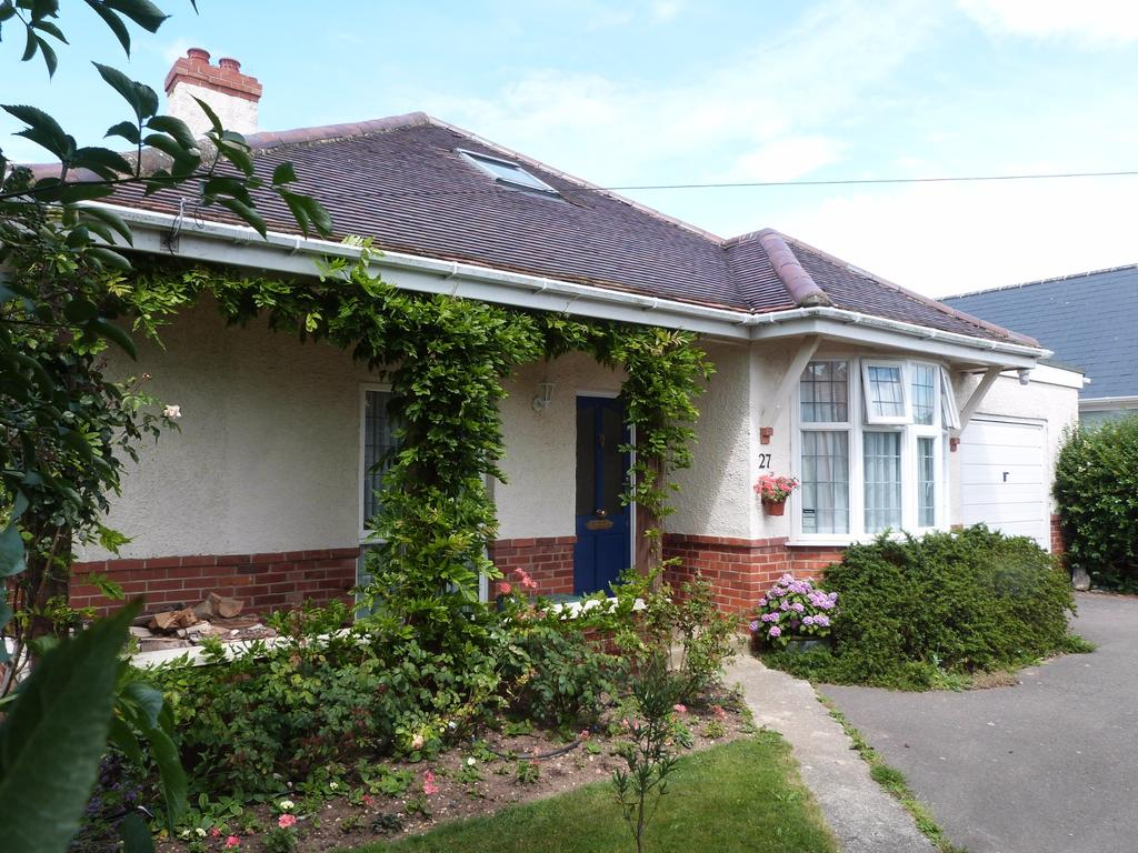 3 Bedrooms Detached House for sale in Woodland Road, Selsey