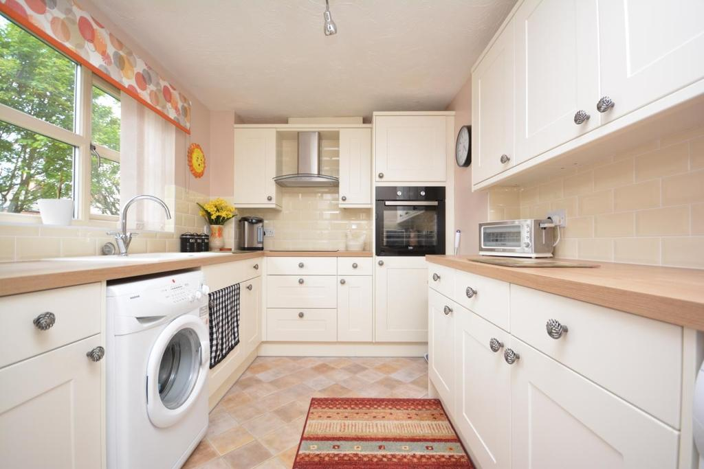 2 Bedrooms Apartment Flat for sale in Keeble Way, Braintree, Essex, CM7
