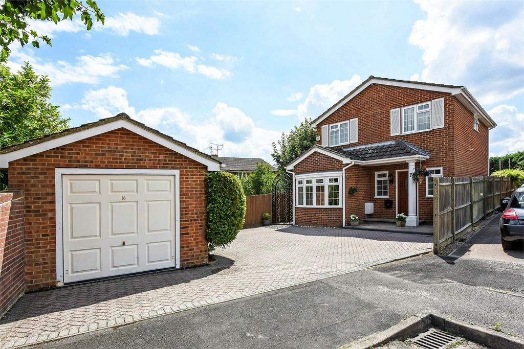 3 Bedrooms Detached House for sale in Walnut Close, Alton