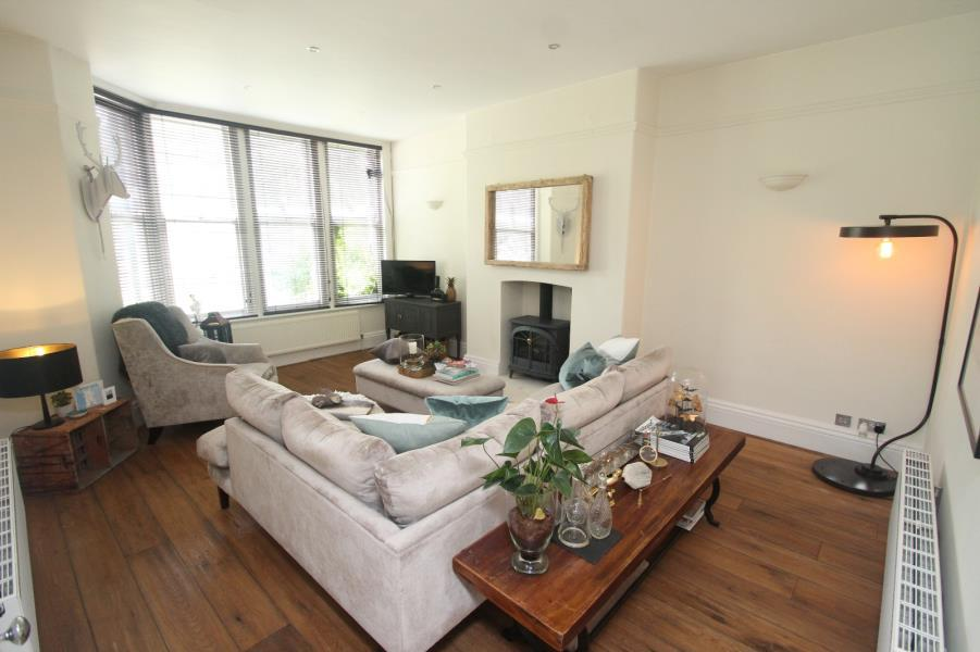 3 Bedrooms Apartment Flat for rent in MORNINGTON CRESCENT, HG1 5DL